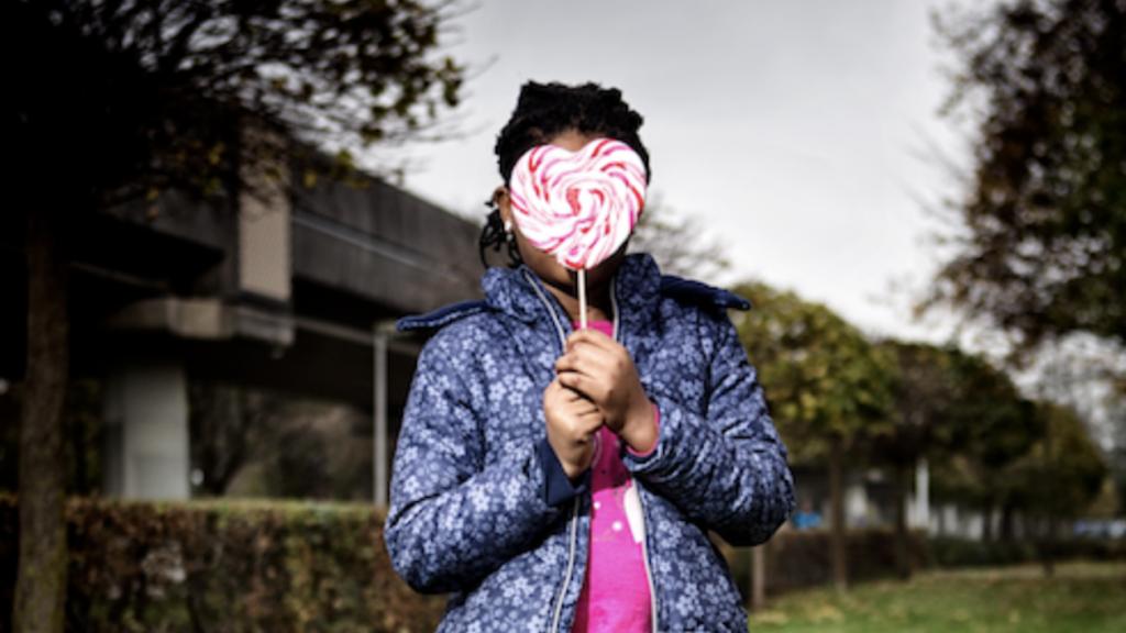 MARJOLEIN EXPOSEERT FOTO'S VAN HIV-GEÏNFECTEERDEN: 'ZE WORDEN NIET JUIST BEHANDELD'