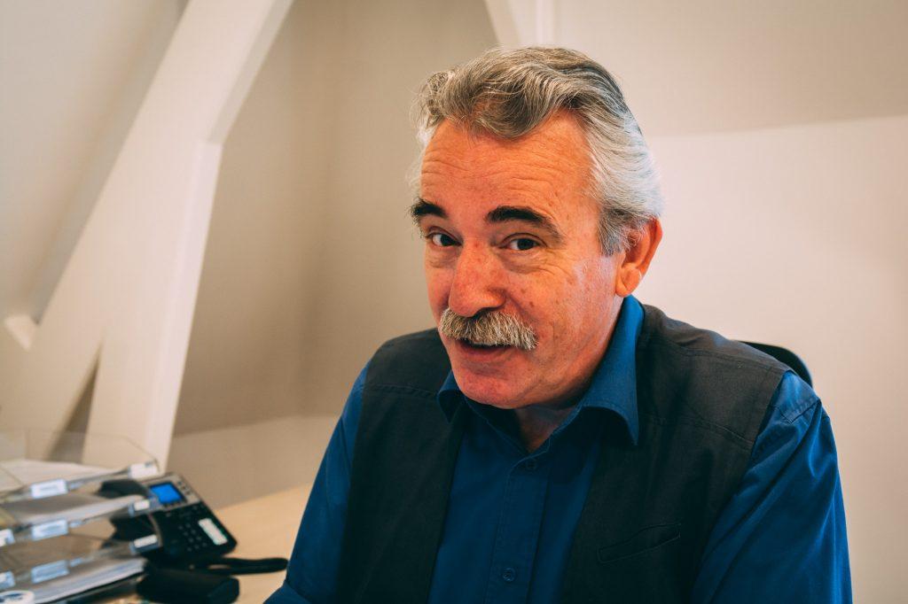 Voormalig leerkracht Niek de Kruif (64) maakt zich zorgen: 'Het basisonderwijs is ziek'