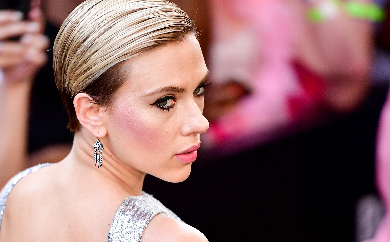Thumbnail voor Scarlett Johansson verlaat film na kritiek over transgenderrol