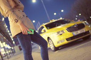 Zo moet webcare níet: beschuldigd taxibedrijf gaat helemaal los op Facebook