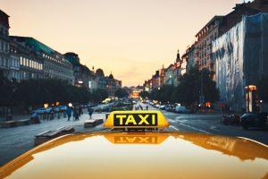 Hier moet je (goed) op letten als je in het buitenland een taxi instapt