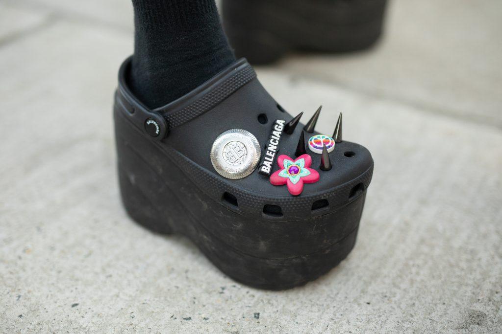 Omdat het kan: Balenciaga lanceert Crocs met een naaldhak