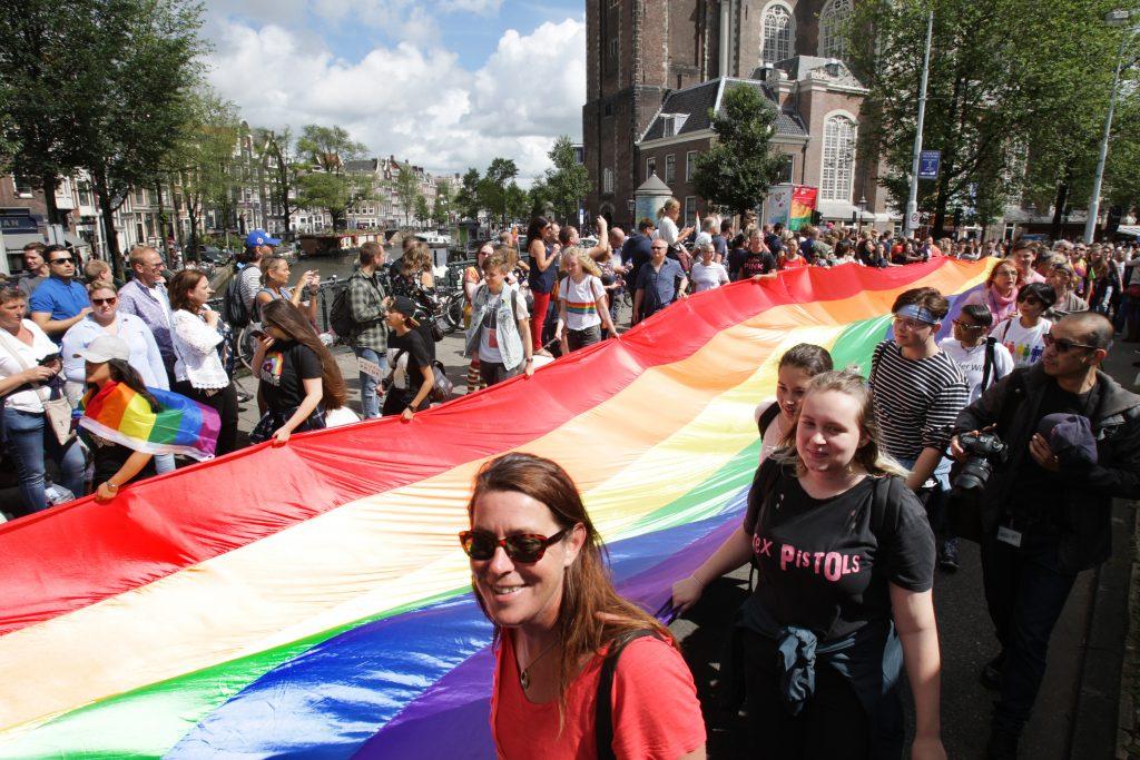 Homo's minder positief over homo-acceptatie dan hetero's: 'Het is schijntolerantie'