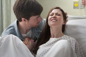 Nutteloos? Helemaal niet: partner heeft grote invloed op hoe vrouw bevalling ervaart