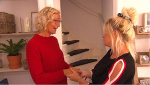 Bobbi Eden in tranen om het heftige verhaal van Alice (57) in 'Sterren Houden Huis'
