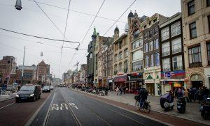 Man (27) krijgt twee jaar celstraf voor homomishandeling op Amsterdams Damrak