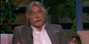 Johan Derksen toont gevoelige kant: 'Door de dood van m'n vrouw kan ik anderen beter steunen'