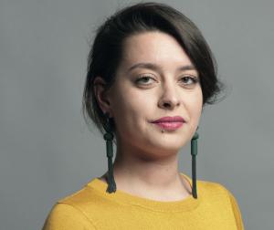 Yasmin (34) heeft migraine: 'Bij een aanval voelt het alsof mijn hersenen in elkaar worden gedrukt'