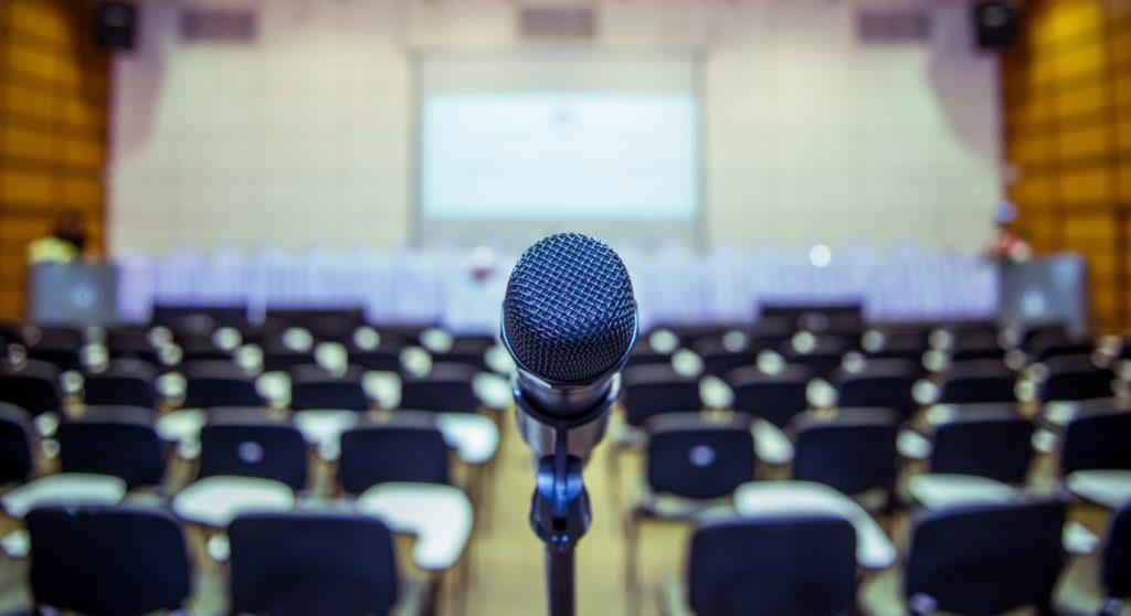 Altijd al een TEDtalk willen houden (over vrouwenkwesties)? Dit is je kans