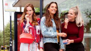 Model Nicky Opheij legt jonge meiden uit wat échte schoonheid is: 'Ideaalbeeld is bizar'