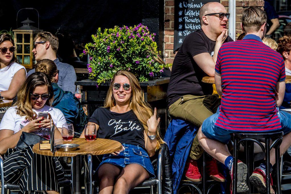 Zet moeders dit jaar in het zonnetje op het Free a Girl-terras in Den Haag