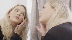 Curvy model Isadee Jansen (19) is voor 'self love': 'Maar ik ben ook niet over alles tevreden'