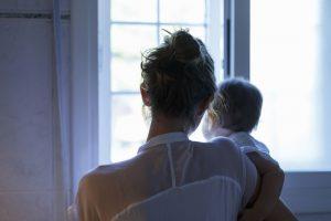 Laura (31) kwam er twee weken voor de bevalling achter dat haar man vreemdging