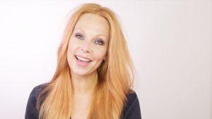 Blazen maar: Esther van Maanen legt (haarfijn) uit hoe je steil moet föhnen
