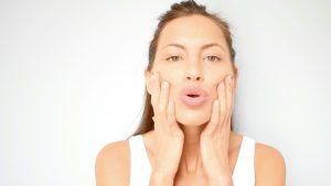 Train je gezichtsspieren: 'Hierdoor worden je lippen voller'
