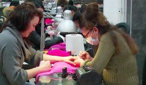Afl. 1 Bij nagelstudio Universal Nails komt heel Amsterdam: wij kijken mee