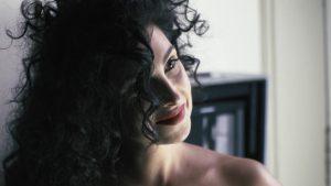 Anna Nooshin gaat uit de kleren voor de nieuwe LINDA.: 'Dit is toch wel gewaagd'