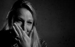 Heftig: Linda kwam onder een vrachtwagen en is voor het leven getekend