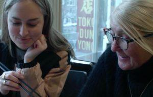 LINDA. stylisten Moniek en Soes duiken Chinatown in