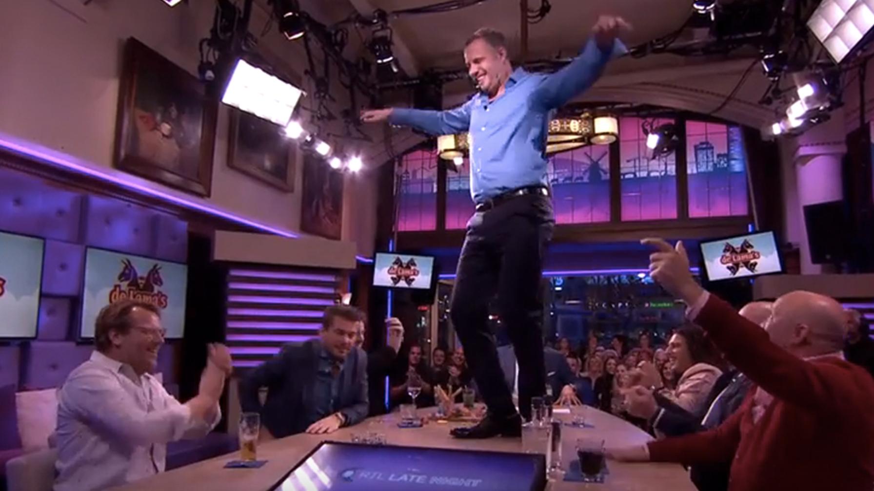 De Lama's komen terug en Tijl danst op tafel bij Late Night
