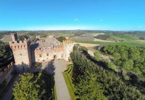 Dit eeuwenoude kasteel van een beroemde Italiaanse architect kan van jou zijn