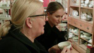 'Op de 50ste verjaardag van Linda at iedereen van borden van deze winkel'