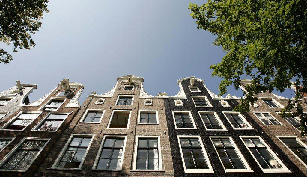 Huis aan Amsterdamse gracht met 'heel spannende gang' naar bed te koop voor zes ton