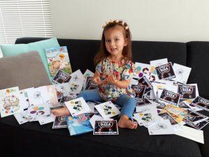 Ongeneeslijke zieke Sara (3) heeft geweldige verjaardag dankzij honderden kaartjes