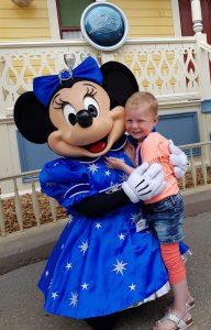 Precies een jaar na haar diagnose mocht Emma naar Disneyland: 'Naast vreugde ook tranen'