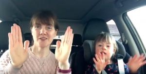 Tranentrekker: deze 'carpool karaoke' met kinderen met het Downsyndroom