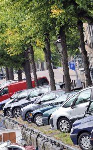 Voor de prijs van deze parkeerplaats in Amsterdam koop je in Friesland een vrijstaand huis