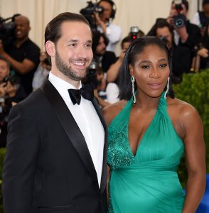 Serena Williams mét piepjonge dochter op cover Amerikaanse 'Vogue'