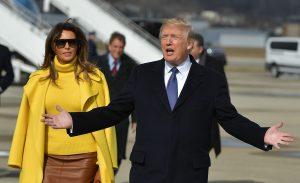 Wijst Melania Trump de hand van haar echtgenoot hier nou (voor de zoveelste keer) af?
