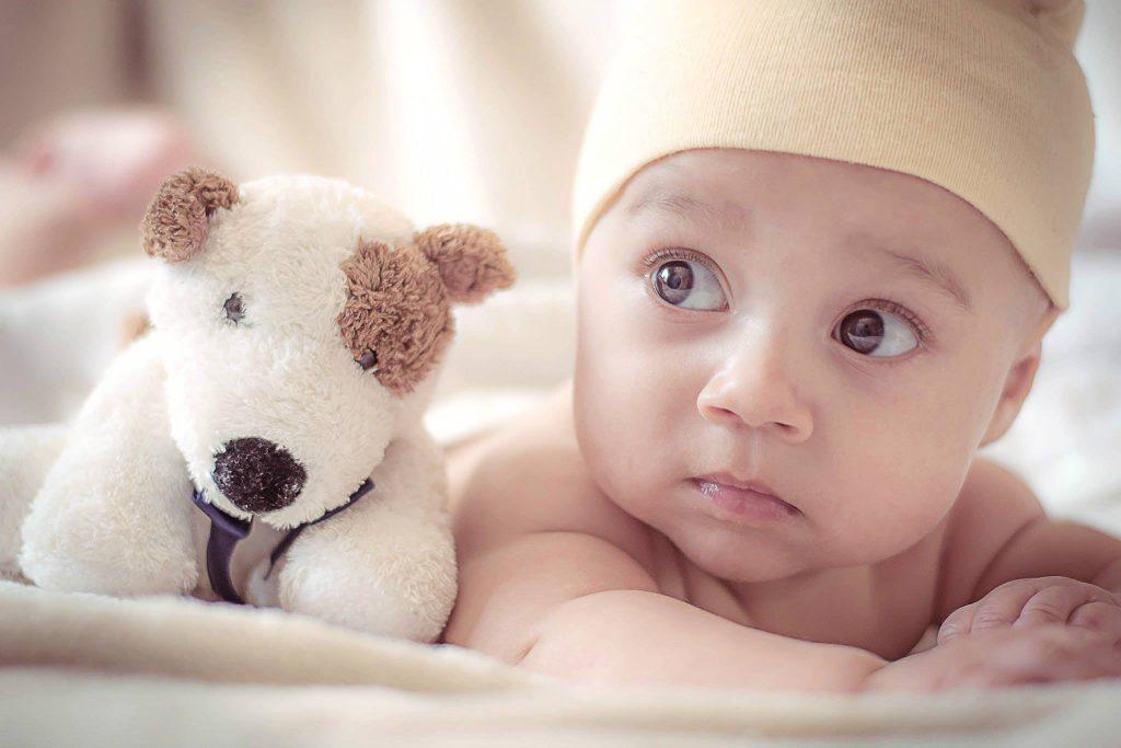 Deze expert legt uit waarom babynamen in (en ook weer uit) de mode raken