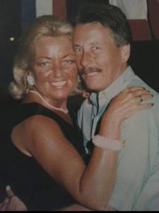 Mariska's vader ging gebukt onder het verlies van zijn vrouw en overleed vlak na haar