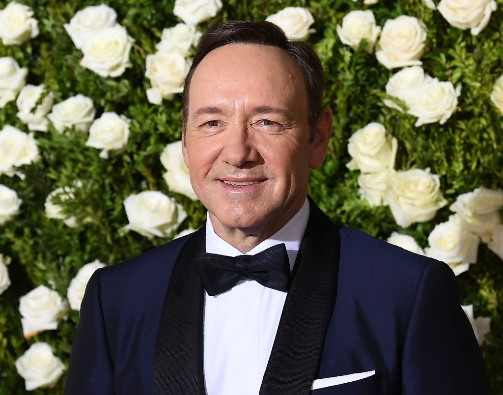Excuses en coming out Kevin Spacey (58) na beschuldiging seksuele intimidatie