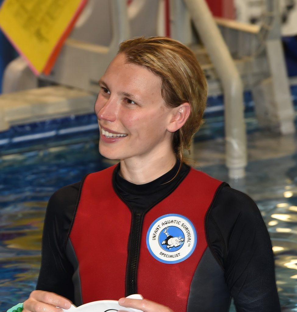 Linde (30) geeft 'zwemles' aan kinderen onder de vijf: 'Natuurlijk is dat spannend'