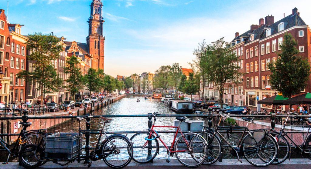 Deze bizarre foto zegt genoeg: zo schrijnend is het huizentekort in Amsterdam