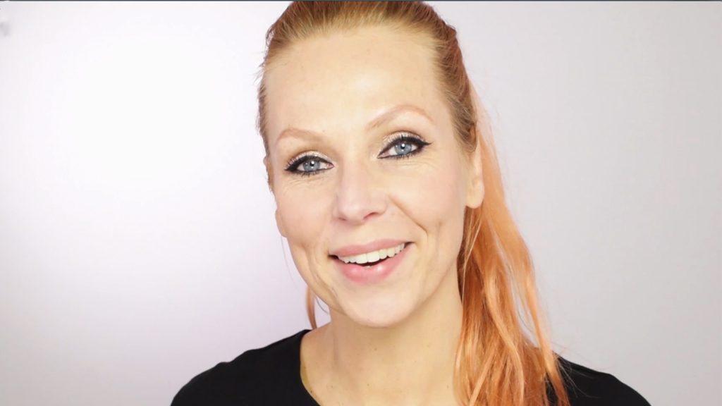 Strakke symmetrische eyeliner voor de feestdagen? Esther van Maanen laat zien hoe