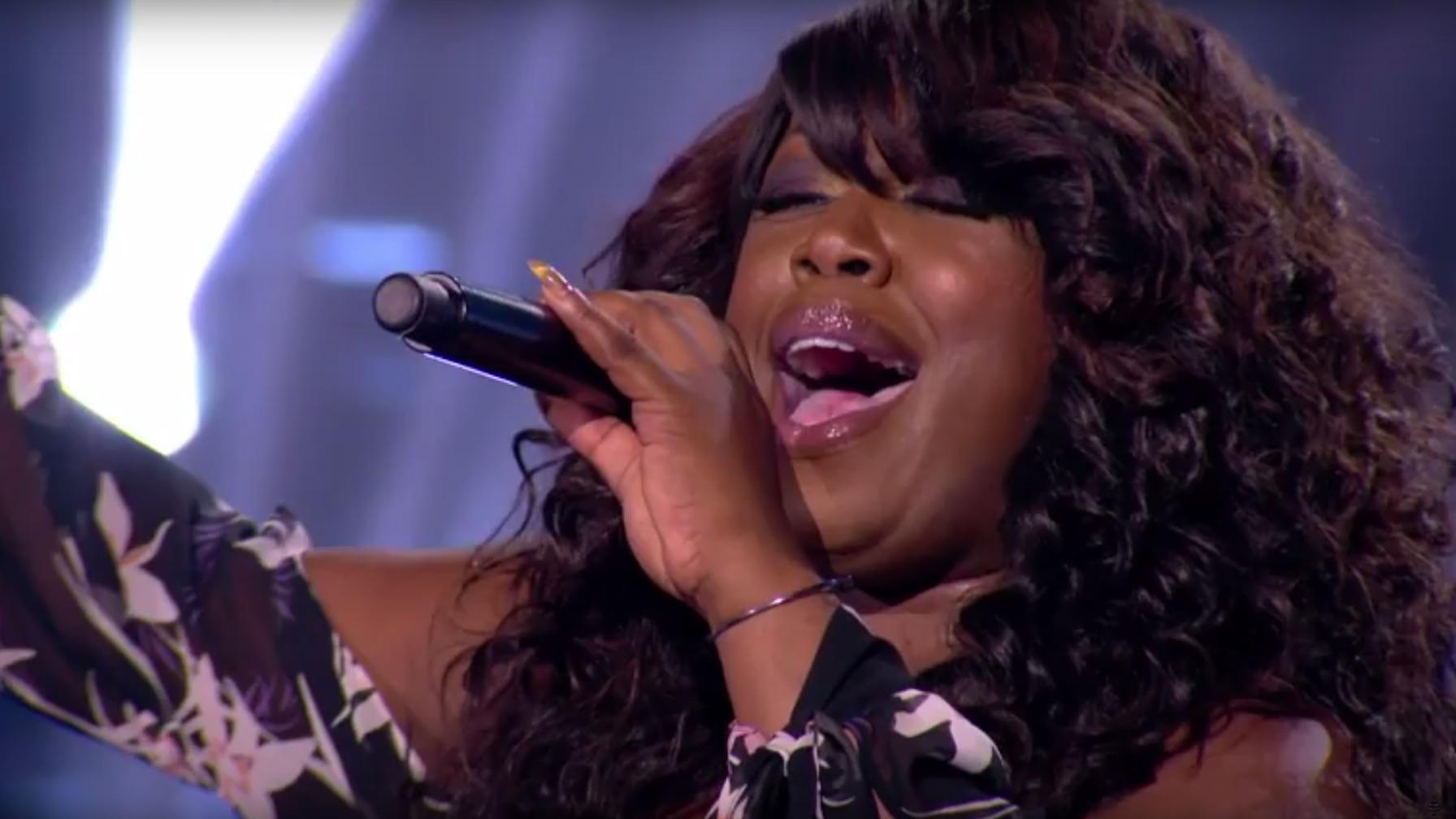 Het Britse publiek is fan: Berget Lewis nog steeds in de race bij X Factor UK