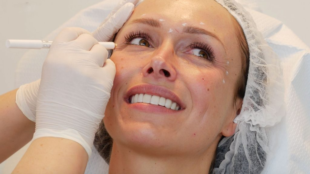 Afl. 7 Daphne gaat voor het perfecte gezicht: tijd voor fillers en botox