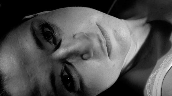 Amanda had een lekkend keelabces: 'Toen ik het litteken zag, schrok ik heel erg'