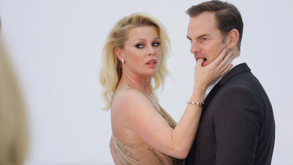 Backstage bij de fotoshoot van Bridget en Ronald: 'Af en toe gebruik ik botox, ja.'