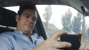 Sander gaat solliciteren: 'Stuur me even een foto van wat je aan hebt.'