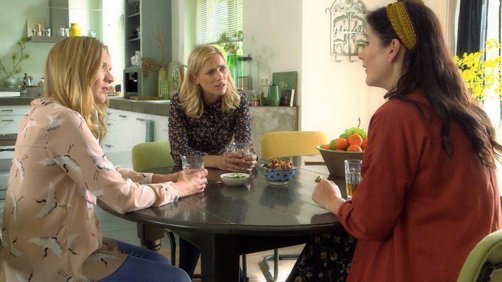 Afl. 22 Esmée: 'Zeg Anna, heeft jouw dochter eigenlijk al sex?'