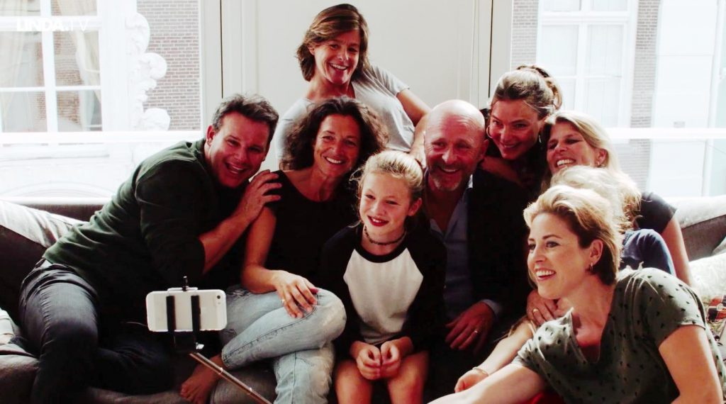 Mirella is bij Robbie (10), dochter van Leco: 'Ik heb twee vaders en twee moeders.'