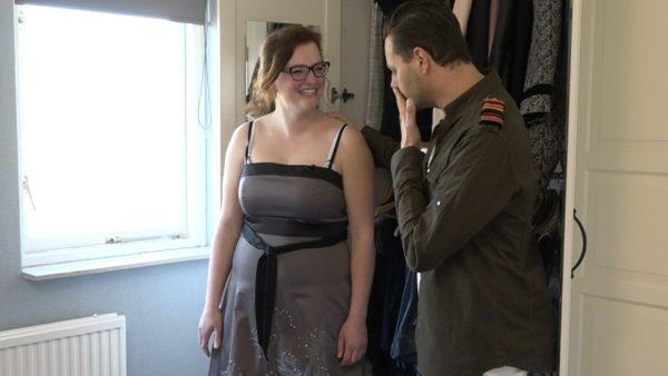 Fred: 'Vrouw even serieus, komt deze jurk uit de middeleeuwen?'