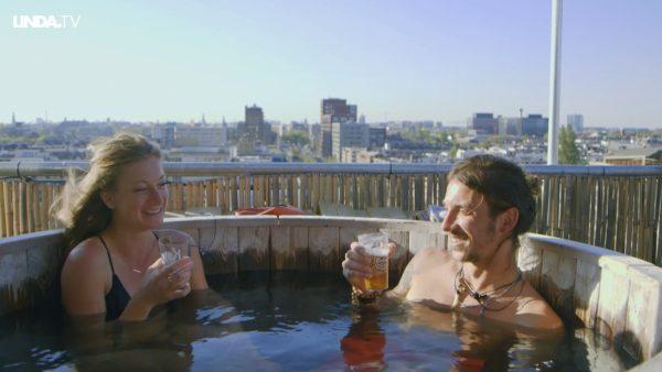 De Amerikaanse Jenna gaat in de hot tub met de Nederlandse Rutger