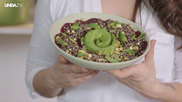Om je vingers bij af te likken: quinoa salade met rode biet én avocadowaaier