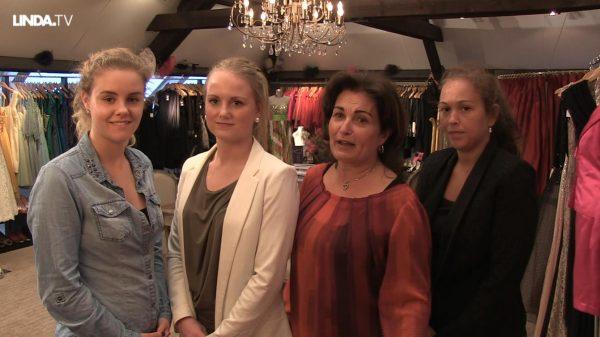 Gezocht: vier jurken. Ze moeten matchen qua kleur én podium-waardig zijn.